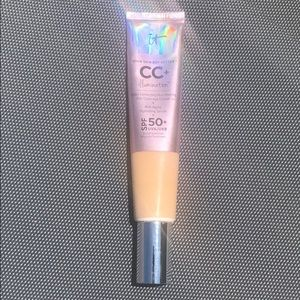 IT Cosmetics CC Illumination Neutral Medium